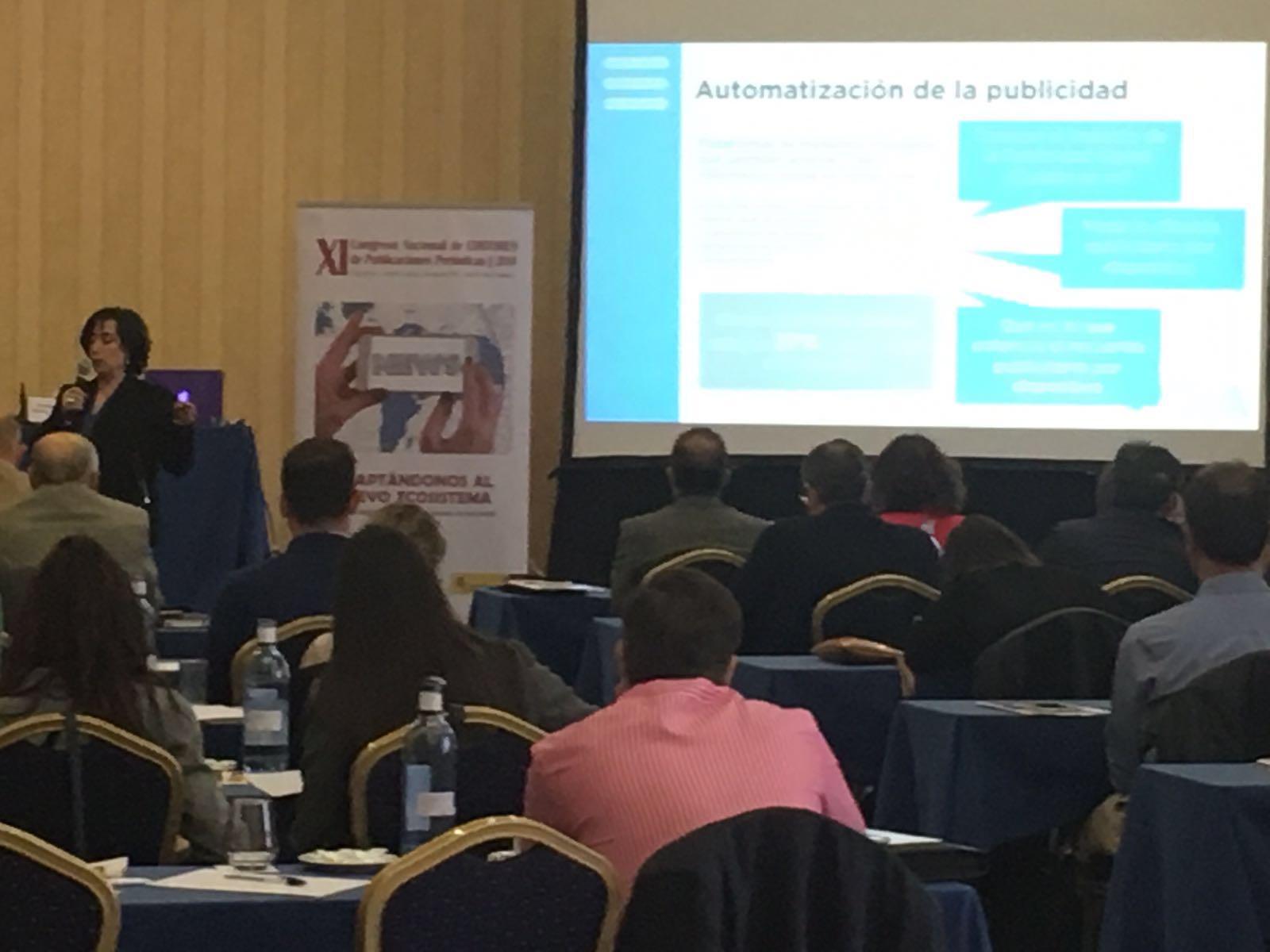 Momento de la ponencia inaugural a cargo de Dña. Rosalía Lloret (directora de RR.II. de la Online Publishers Association Europe y asesora independiente de Estrategia y Transformación Digital en España e Iberoamérica).