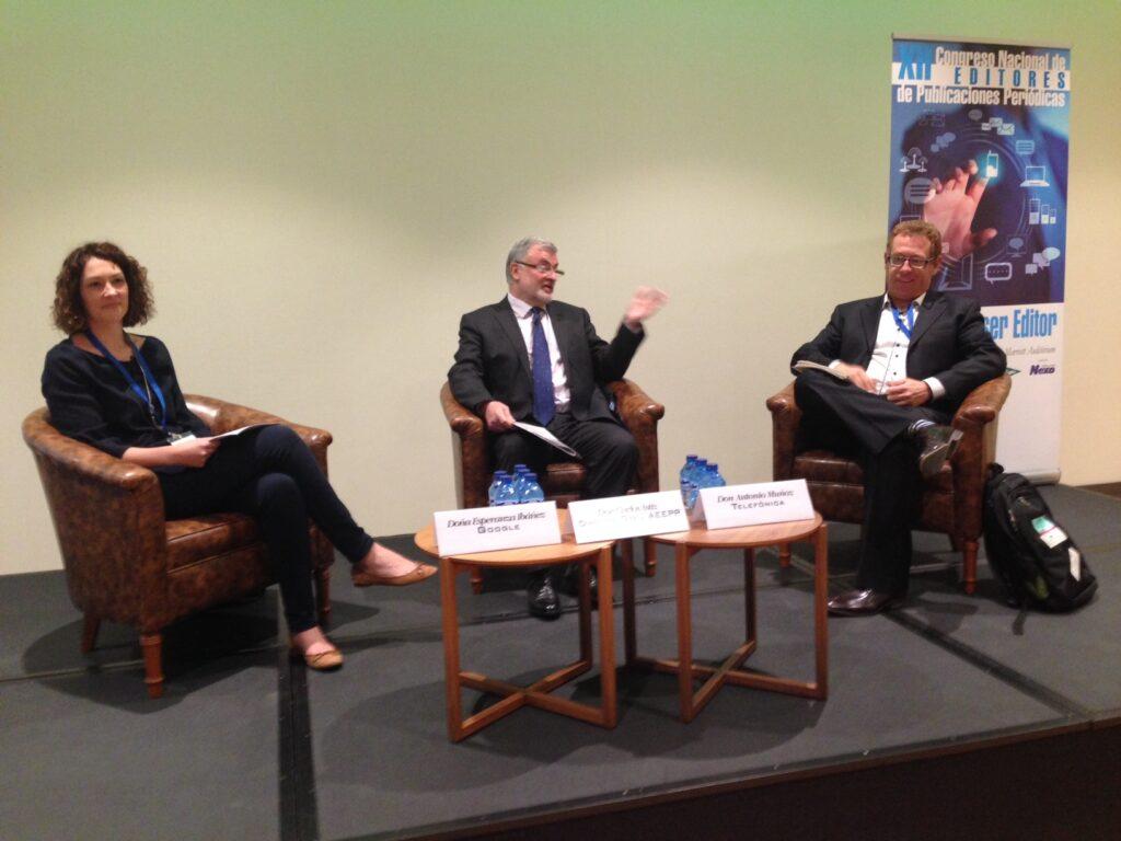 Esperanza Ibáñez (Google), Carlos Astiz (AEEPP) y Antonio Muñoz (Telefónica), durante el debate sobre el reglamento e-Privacy.
