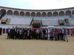 Foto de familia en la plaza de toros de Antequera.